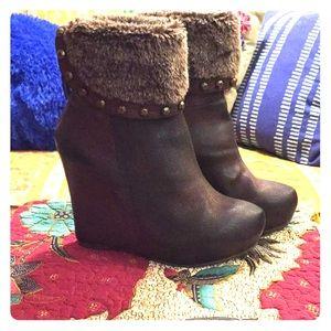 MOJO MOXY Brown wedge boot with fur trim sz 8